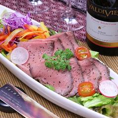 ローストビーフと季節野菜のサラダ※ハーフサイズあります。