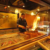 炭火で焼きあげる炉端焼きと、大迫力の藁焼き!