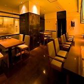 目の前の焼き場が食欲をそそるカウンター席です(※禁煙)共用スペースで喧騒に混ざりたいお客様におすすめです。肩ひじ張らずに楽しみたいお客様はカウンター席へどうぞ。禁煙席ですので、恋人同士やご友人同士のご利用が人気です。是非コース料理と共にお席のご予約を!人気ですのでお早めに♪