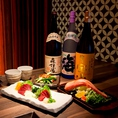日本酒の他にも、焼酎も多数ご用意。定番のモノから希少・限定モノ、芋や麦、米やキレ・コクのある焼酎など、原料も味わいも様々な評判の良い銘酒を日本各地から厳選して取り揃えております!プレミアム飲み放題でも多数の銘柄焼酎が対象ですので、日本酒同様和食料理とともに三宮で是非ご堪能ください♪