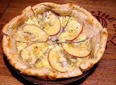 りんごとゴルゴンゾーラとはちみつのピザ