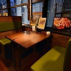 【2名様ソファー席】ソファ席で落ち着いたお食事をお楽しみ下さい。2名様からお気軽にご来店いただけます。食べ放題、飲み放題コースも2名様から承ります。