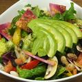 料理メニュー写真Avocado and Mushroom Nutritious Salad アボカドとマッシュルームの具だくさんサラダ