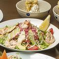 料理メニュー写真海老アボカドサラダ