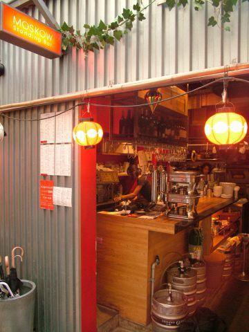 ハーモニカ横丁に佇むお洒落カフェ!