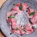 料理メニュー写真和牛のローストビーフ~バルサミコソースとパルミジャールジャーノを添えて~
