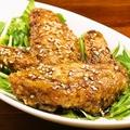 料理メニュー写真カリカリ手羽先 特製ダレで