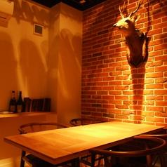 木目調のお洒落なテーブルは心落ち着きます。