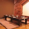 靴を脱ぎ足を伸ばしてゆったりとお食事をして頂けるお座敷席は、各種宴会にオススメです。