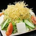 料理メニュー写真刺身と水菜のサラダ/パリパリサラダ