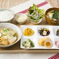 料理メニュー写真真ダラとお豆富のやさしいみぞれ煮と6種のおばんざい定食