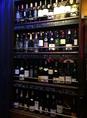 ワインセラーには世界のワインがズラリ!