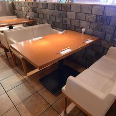 2名~4名様落ち着いた雰囲気のソファー席もご用意ございます。ゆったり座れる空間!お買いもの後に当店でお食事などいかがですか?お待ちしております