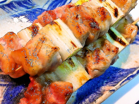 桐生駅近く、女性やビジネスマンに人気。美味しい焼き鳥を味わえる地鶏串焼き専門店。