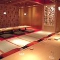 団体でのご利用には宴会広間へお通し致します。最大42名様までのご宴会が可能な掘りごたつ完備のお席です。また近隣の系列店『HIT STUDIO TOKYO』にて、着席最大100名様、立食最大150名様までのパーティーが可能です。カラオケや大型スクリーンもございますので、パーティや婚礼式の二次会利用にもご連絡ください。