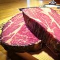 ↑熟成し終えた肉の断面!表面は、乾いて黒くなっていますが、中のお肉は色鮮やか♪ここに旨味が凝縮!