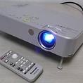 映像設備・プロジェクター・100インチスクリーン・DVDプレイヤー・プロジェクター(Panasonic /品番 TH LB50NT)※PC接続利用時↓映像はVGA端子の接続のみ、音声はイヤホンジャック