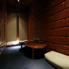 隠れ家の様な個室でゆっくりとお食事を。