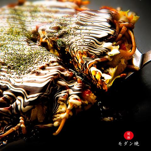 本場大阪の外はカリカリ、中はフワフワのお好み焼きです!