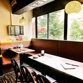テーブル席ももちろんあり♪くつろぎ+盛り上がりの空間をぜひお楽しみください!