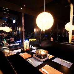 大阪の夜景が見渡せるテーブル席♪宴会や打ち上げ、女子会にもおすすめ◎プライベート感満点のVIP個室空間(14~16名)は早めの予約がおすすめです。