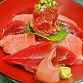 料理メニュー写真【ランチ限定】マグロ二色丼