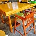 子連れにうれしい子供用の椅子あり。高い椅子に肘掛けで子どもが座りやすく食べやすい。