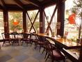 ◆眺めのいいガラス張りのカウンター席。おひとり様や少人数でのご来店も大歓迎です◎