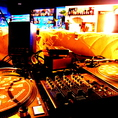 【DJブース】本格的特注のDJブースやプロジェクター完備!CD、レコード、ipod、お気に入りの音楽で盛り上がって下さい♪追いコン、歓送迎会、パーティーに、お好きな曲で盛り上がろう♪