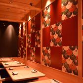 お座敷個室席 4名様~16名様用個室空間♪ ゆったりとしたラウンジのソファーシート♪温かい雰囲気のこちらのお席は合コンで大人気♪ 高級感漂う特別な空間でワンランク上の宴会をお楽しみ頂けます。宴会プランも多数ご用意♪詳しい内容はコース料理のページにてご案内♪