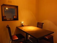 テーブルのお席の他に、カウンター席もございますので、お一人様もお気軽におこしください。