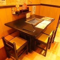 カウンターチックなテーブル席!