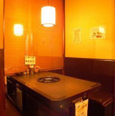 清潔感ある明るい雰囲気の店内♪仕切りがあるのでプライベート感覚でくつろげます