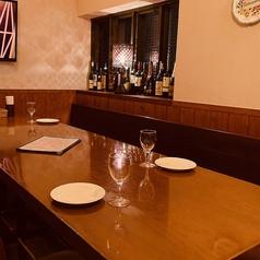落ち着いた雰囲気でゆったりと◎友人やご家族でのお食事など、大切なひと時をお過ごしいただけます。仕切りを付けることも可能ですので、隣を気にせずに会話をお楽しみいただけます!