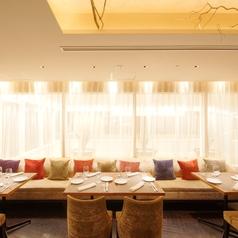 洗練された空間で気の合うご友人とゆっくり食事をお楽しみください。