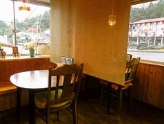 【デートにも◎】カーテンで仕切ることができるテーブル席です。周囲に気を配ることなく、くつろげるので魅力的です!