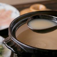 こだわりスープが絶品。10時間かけて煮込んだ濃厚鶏白湯
