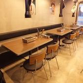 【テーブル席がメインの店内】1F席と2F席をご用意しておりテーブル席がメインとなっております。専門店のこだわり食材をリーズナブルな価格でご提供。各種ご宴会に是非ご利用ください。