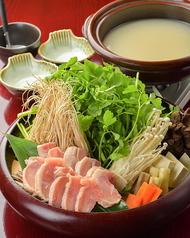 料理メニュー写真比内地鶏せりの水炊き鍋 (2人前~)