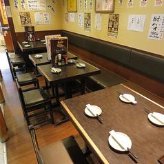 大きなテーブルなので、沢山注文しても大丈夫!その日仕入れた新鮮なお刺身や、ふっくらと焼き上げた焼魚などの一品料理はもちろん、ご宴会などにオススメのコース料理などご用意しております!会社のご宴会などで是非ご利用くださいませ。
