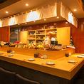 カウンターとテーブル席4席のアットホームな小料理屋でおでんはもちろん、たくさんあるおすすめの日本酒を飲み比べも◎