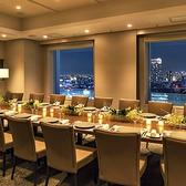 【シティビュー】2018年10月に誕生したばかりの21 階パーティーフロアをサザンタワーダイニングの個室としてご利用いただけます。懇親会や同窓会などのお集まりにおすすめのシティービューは、テーブルを変更すれば少人数の会議などビジネスシーンにも利用可能です。