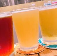 グラス一杯にビール