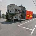 5.住宅街を通ってドミノピザがあるところで右!若葉町二丁目のバス停前に御座います。