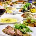 圧倒的迫力でおすすめする、米国産ブラックアンガスの塊肉!カルパッチョに、定番唐揚げは北海道産3種チーズ使用のこだわりの逸品!〆は、コース限定の、魚介の旨味たっぷりあさりピラフ☆ナポリタイプのピッツァ&卵料理、お酒の供、定番ポテトまでフルラインナップの最強コースで、間違いない大満足の2018年忘年会に!!