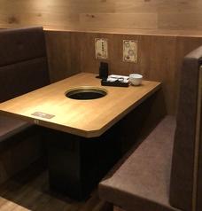 余裕のあるお席でゆったり食事を愉しめます