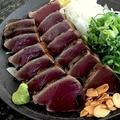 料理メニュー写真藁焼きカツオのたたき(大)