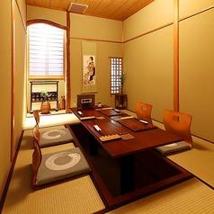 【2F】ゆったりと落ち着いた空間です。接待や会食にも人気のお部屋です。※こちらの個室は夜のみの営業となります。