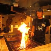 目の前で華麗な演出を楽しめるお席です。焼き立てのお肉をどうぞお召し上がり下さい。