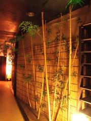 雰囲気のある廊下を抜けると各人数に対応した完全個室があります